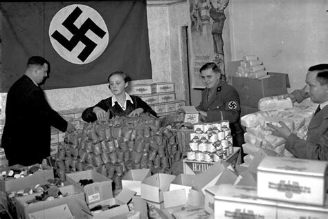 biography of hitler for students life in nazi germany 33 everyday scenes of ordinary citizens