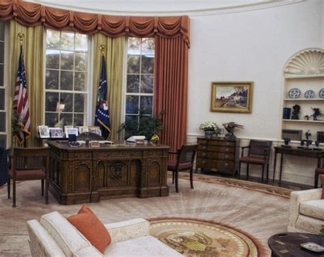 trump s oval office decor donald trump already redecorated the oval office and of