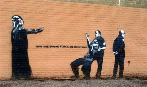 meet  street artist  orleans  mistaking