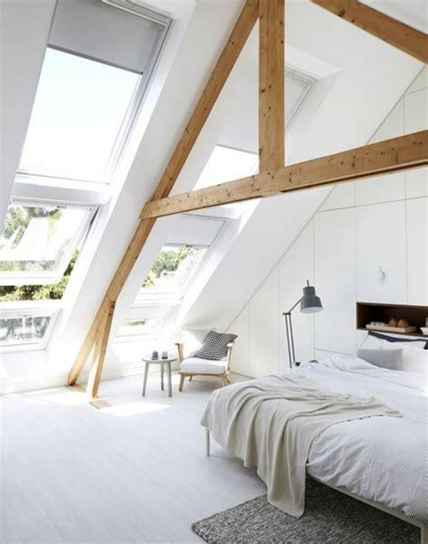agréable Idee Dressing Petite Chambre #2: id%C3%A9e-d%C3%A9co-chambre-mur-couleur-blanche-stratifi%C3%A9-clair-lit-parure-de-lit-blanche-armoire-sous-mente-id%C3%A9e-amenagement-comble-piece-mansard%C3%A9e-e1489408681231.jpg