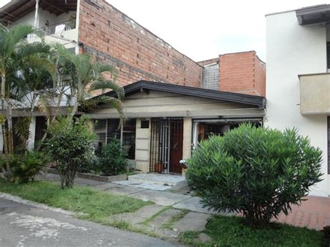 pablo escobar white house pablo escobar white in front of house pictures to pin on pinterest pinsdaddy