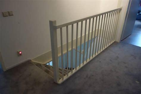 zoldertrap hek houtwerk trap met hek trapgat en traphek schilderen