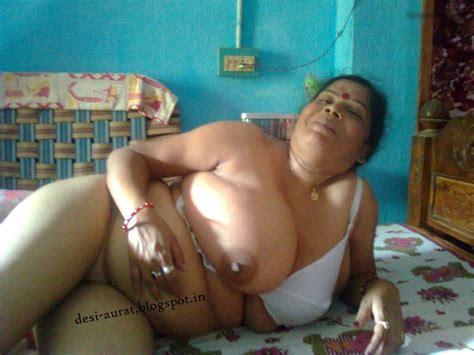 Desi Aurat Desi Big Boobs Aunty Photos