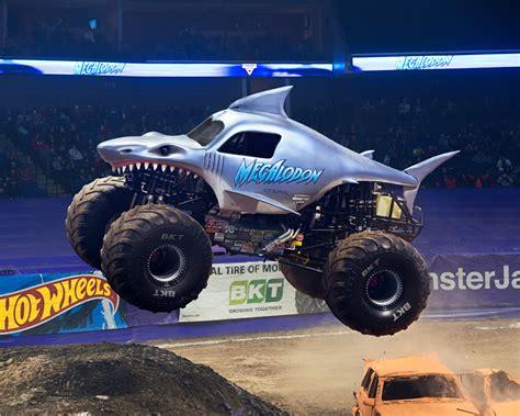 monster truck show ta fl monster jam llegan al capital one arena washington hispanic