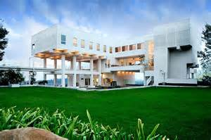 La For Sale 10 Stunning Modern Mansions For Sale In La Zillow Porchlight