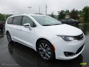 White Chrysler Pacifica Bright White 2017 Chrysler Pacifica Limited Exterior Photo