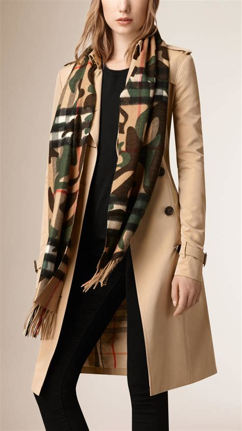burberry camouflage print check scarf in green