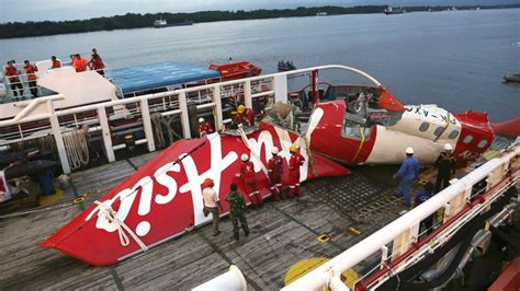 airasia plane airasia flight 8501 co pilot was flying plane at time of