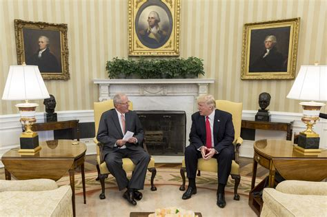 trump redesign oval office soubor donald trump and pedro pablo kuczynski in the oval
