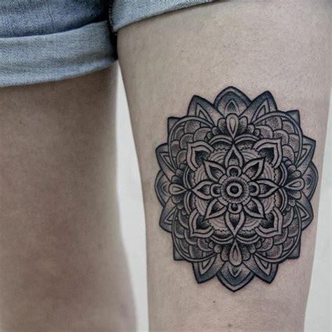 tattoo mandala coxa 70 tatuagens de mandala criativas s 243 as mais lindas
