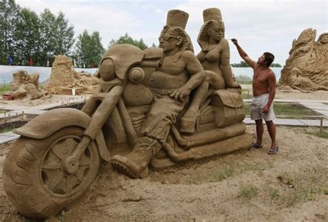 Fan Sanden amazing sand sculptures of the summer 2011