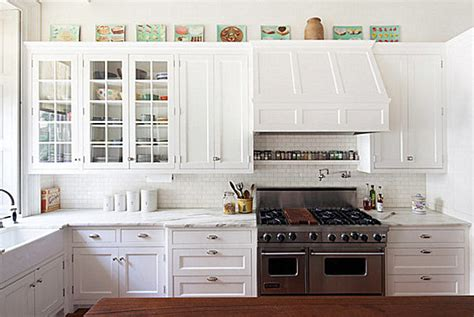 bright kitchen cabinets kitchen decorating tips that make the most of your space