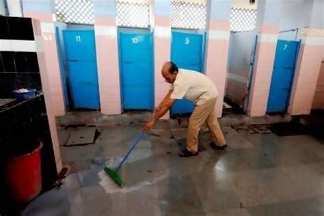 indian public bathroom mumbaikars can now rate cleanliness of public toilets