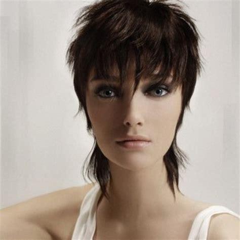 coupe de cheveux court et