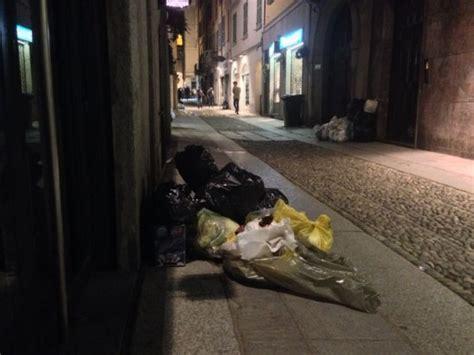 asm pavia orari differenziata multati commercianti centro storico di