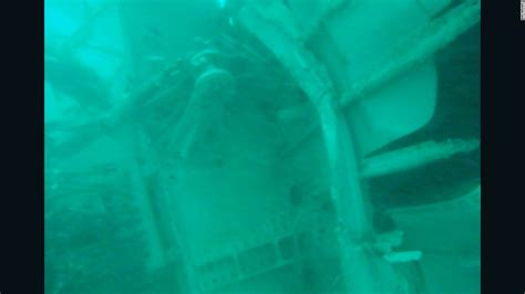 lost tail section divers try to search airasia qz8501 fuselage for bodies cnn