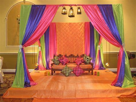 Home Mehndi Decorations Ideas: Mehndi Stage Decoration
