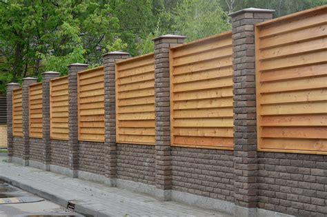 Construire Cloture Bois by Mur De Cloture En Bois Homeezy