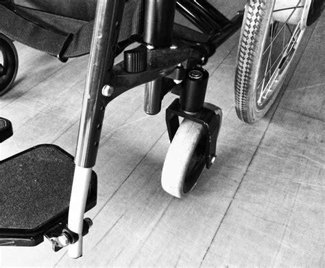 sclerosi multipla sedia a rotelle scuola malata di sclerosi multipla il miur la manda a