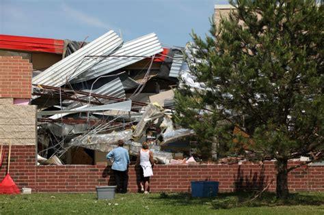 Tornado Room Wi by Tornado Smashes Verona Elementary School 19 Homes