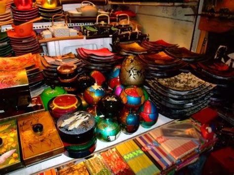 Handicrafts sold in the Ben Thanh market - Picture of Ho ...