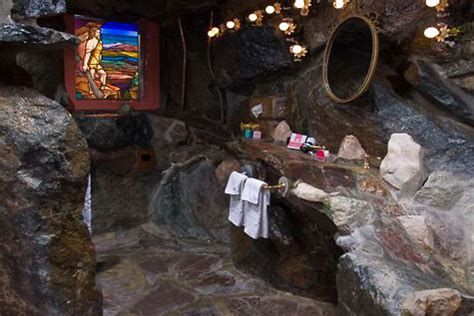 caveman room 12 awesome themed hotel rooms