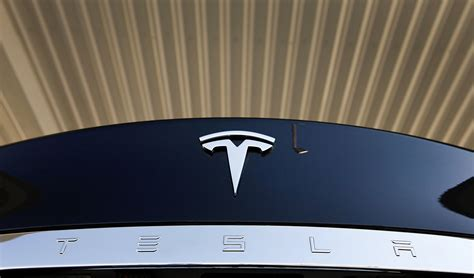 Bloomberg Tesla Tesla S Solar Roof Sets Musk S Grand Unification Into