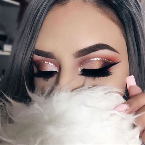 light pink glitter eyeshadow coral and light pink eye makeup look with a dramatic