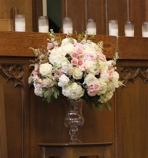 blush and mint green wedding flowers for a wedding