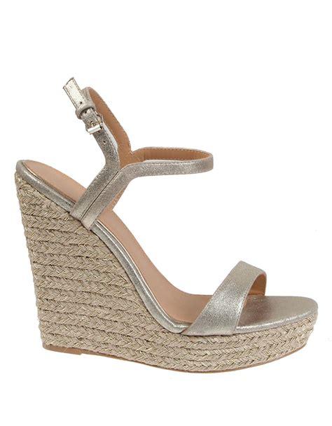 badgley mischka kleo metallic suede wedge sandals in