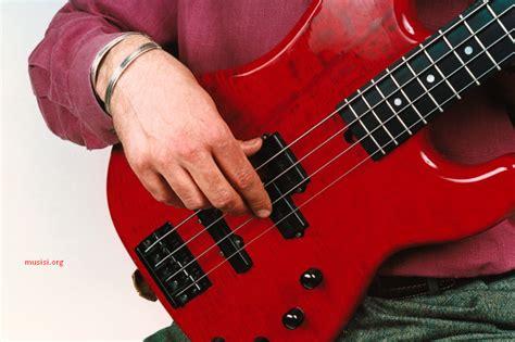 cara bermain gitar tangan kanan cara memetik senar bass yang benar musisi org