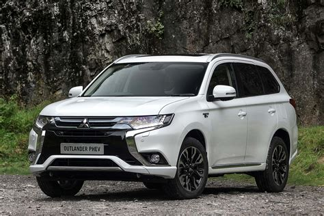 mitsubishi outlandet 2016 mitsubishi outlander phev review uk drive