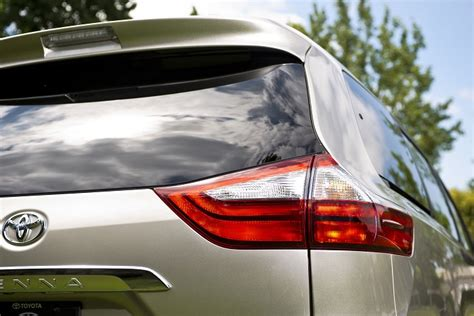 2015 toyota sienna tail light step inside the 2015 toyota sienna swaggerwagon