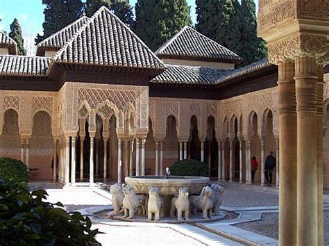 El Patio De Town by La Alhambra Recupera El Patio De Los Leones