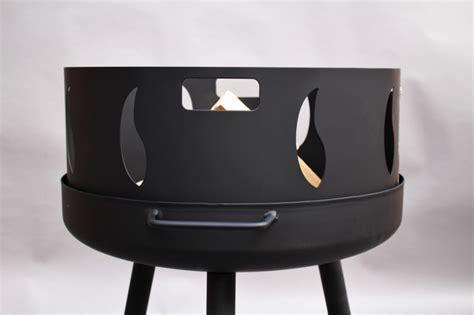 feuerstelle mit funkenschutz feuerschale mit runden langen beinen und feuer fu