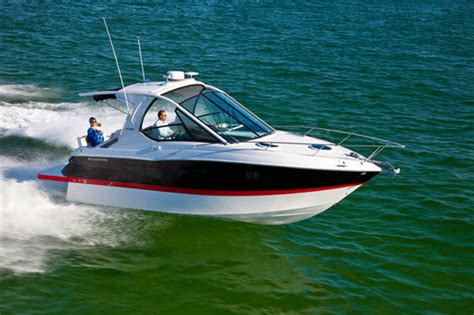 four winns v305 windshield option debuts at miami boats - Boat Windshield Miami