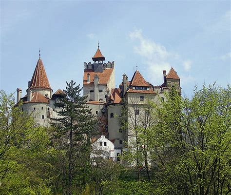 transylvania dracula castle transylvania castle pictures to pin on pinterest pinsdaddy
