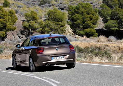 the road series 1 bmw 1 series on road car pictures images gaddidekho