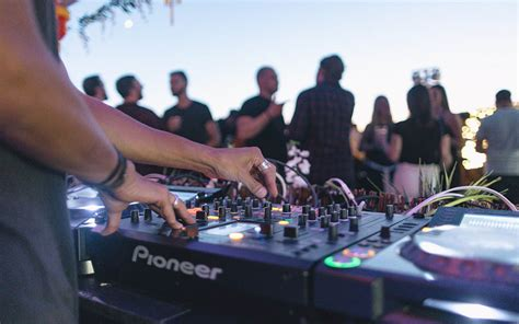 supply boat party nyc how to throw the best summer party insidehook