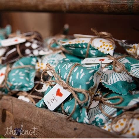 easy do it yourself wedding favors 25 easy to make diy wedding favors