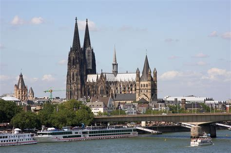 cologne germany file cologne cathedral middle and great st martin