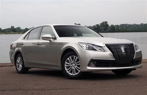 Royal Toyota Toyota Crown Royal Saloon Hybrid Photo Gallery Autoblog