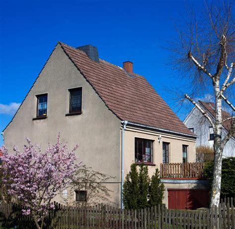 immobilienwelt haus kaufen sanierungsbedarf alter immobilien oft untersch 228 tzt welt