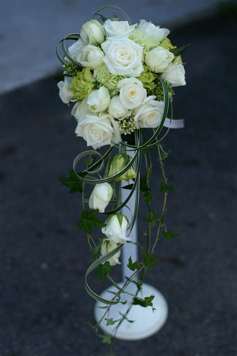 How To Make A Bouquet Of Flowers With Paper - how to make bridal bouquets with pictures wikihow