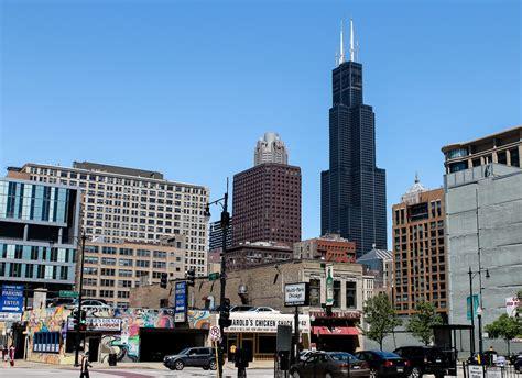 willis tower willis tower in chicago hoch h 246 am h 246 chsten