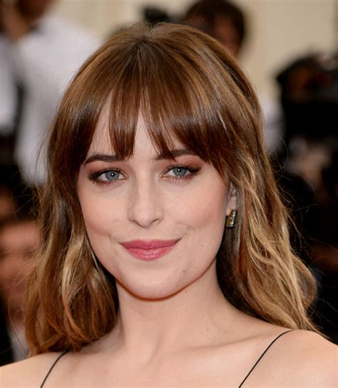 Dakota Johnson Bangs | dakota johnson long wavy cut with bangs dakota johnson