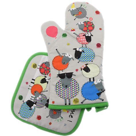 comptoir des irlandais gants de cuisine maniques avec des motifs le comptoir