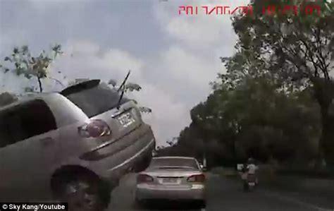 terrifying car crashes car terrifying car