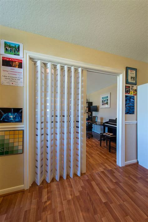 accordion glass patio doors best 25 accordion doors ideas on accordion