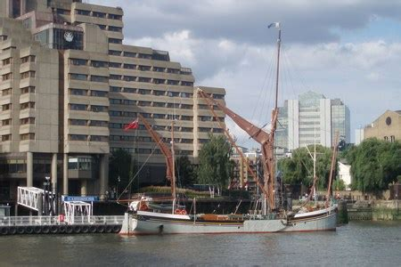 boat trip from tower of london to greenwich docklands from thames